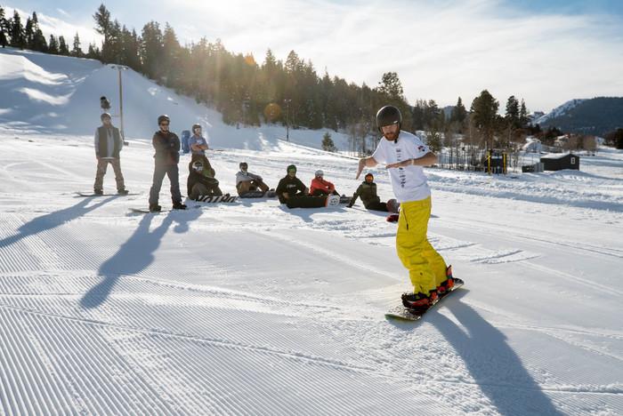 2019_winter_coaches_snowboard_atjpg