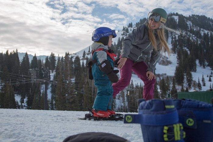 Mom pulls Huck on skis