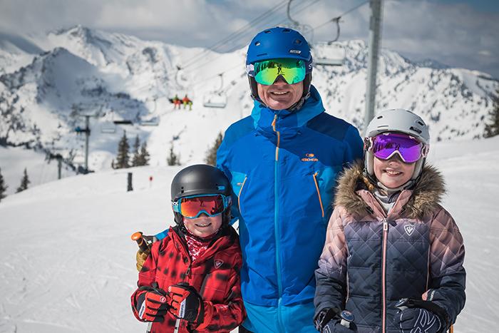 skiingfamilyjpg