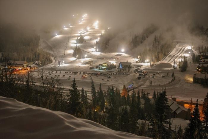 Night Skiing in Utah thumbnail