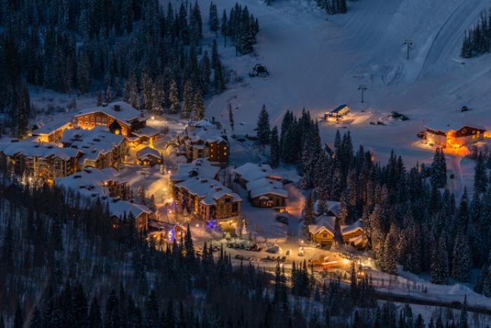 14 Ski Deals for 2017–18 fun! thumbnail