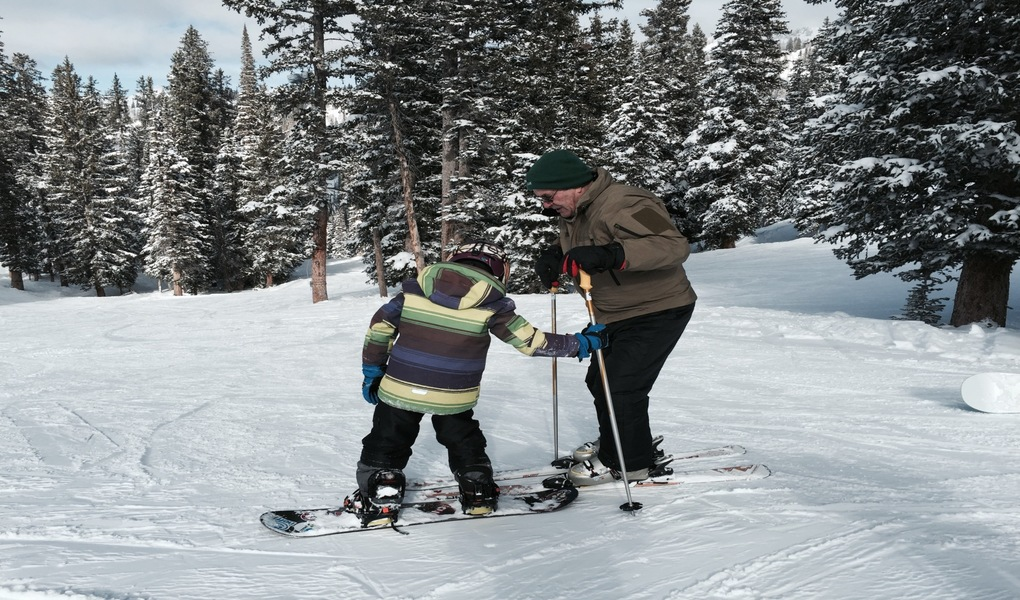 Bren teaching snowboard tips