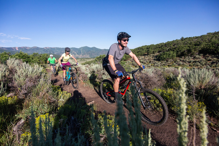 Best Utah Mountain Bike Trails to Ride with your Dog