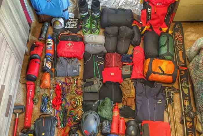 Experts' Tips on Packing for a Day of Backcountry Skiing thumbnail