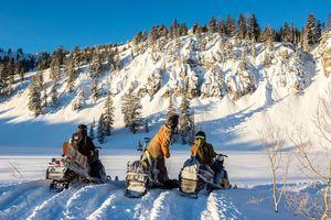 Powder People: Snowboard Photographers  thumbnail