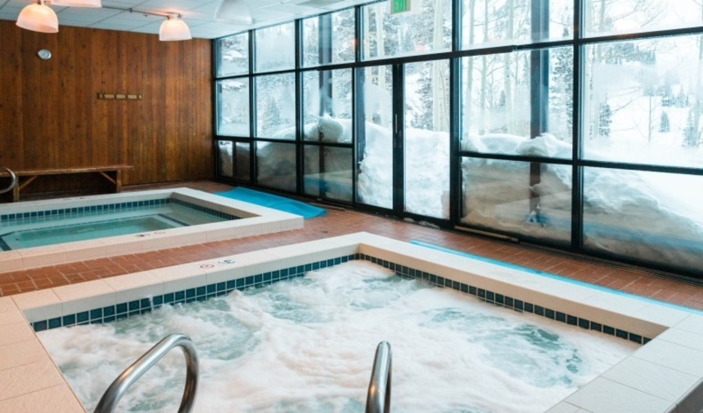 Hot tubs with view of Alta's High Rustler Run