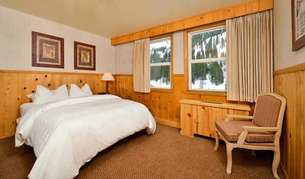 Alpine Room w/ Queen Bed