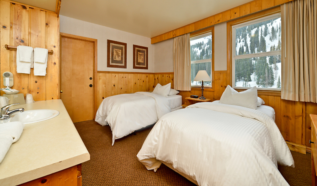 Alpine Room w/ Two Twin Beds