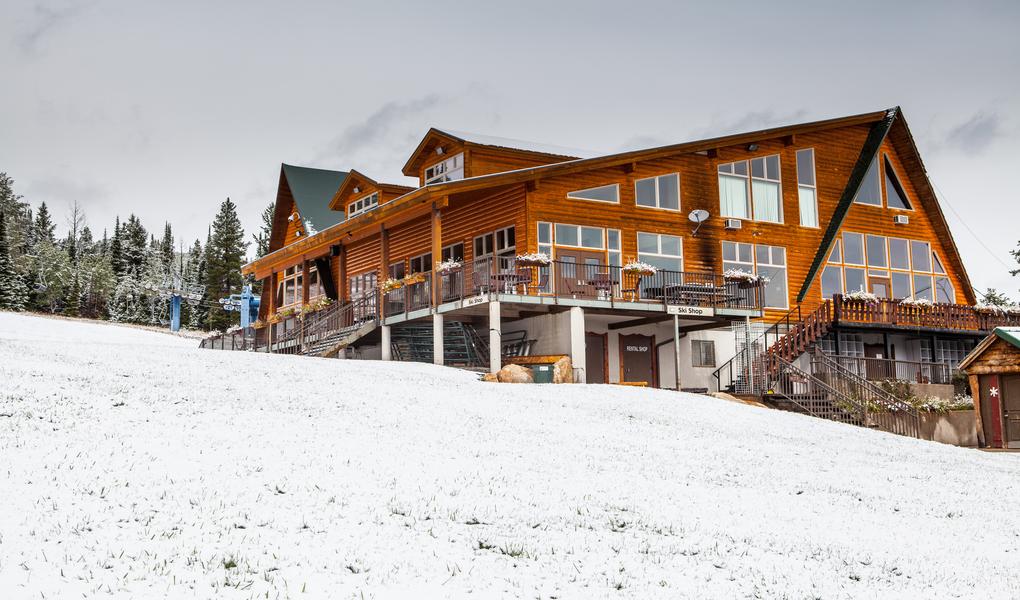 lodge-snow