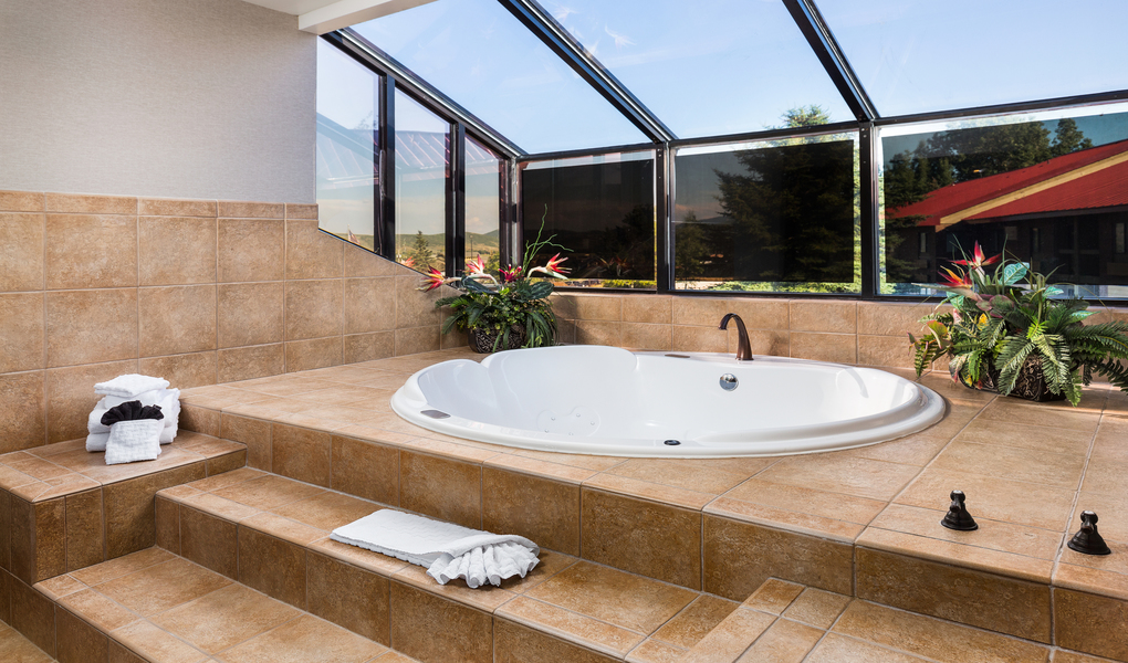 Large Hot Tub Suite
