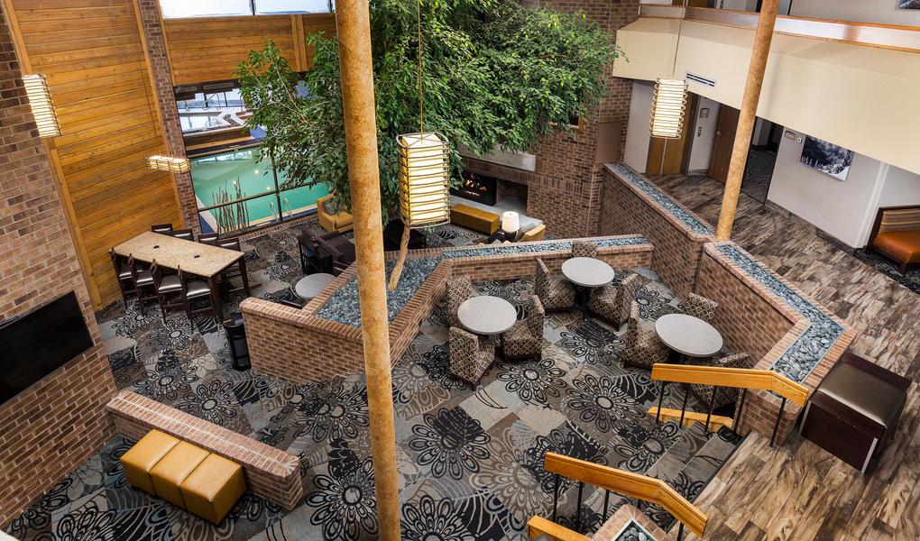 Best Western Plus Landmark Inn Lobby