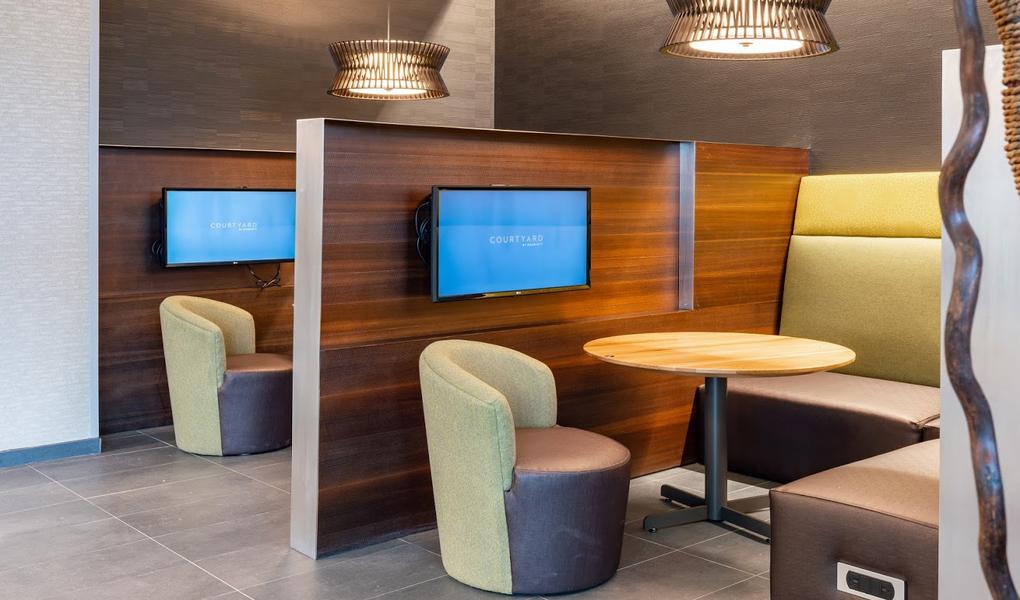 Breakfast/Lounge Area